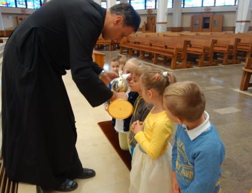 Ucałowanie relikwii św. Jana Pawła II oraz poświęcenie nowej sali – fotorelacja :)