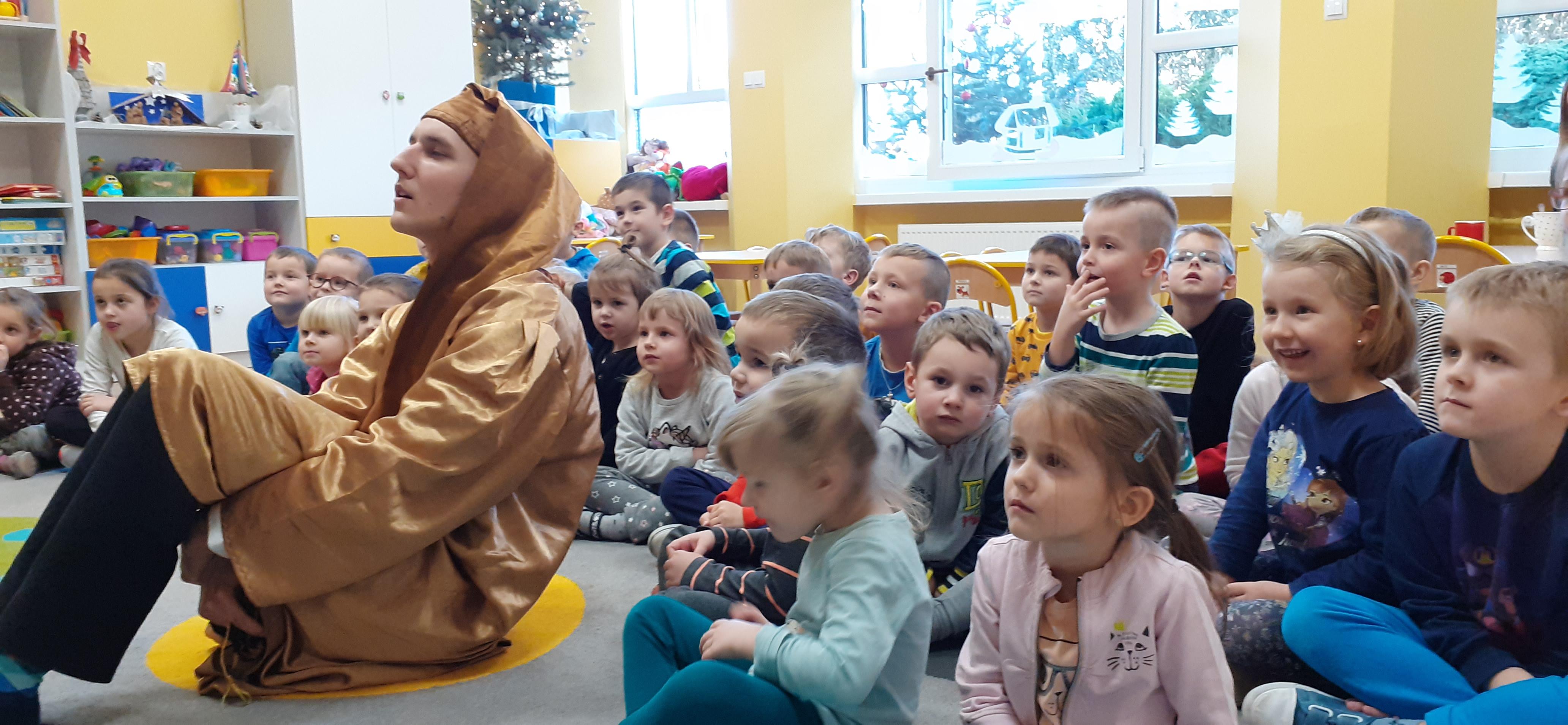 """Wizyta teatrzyku """"Eden"""" w przedszkolu"""